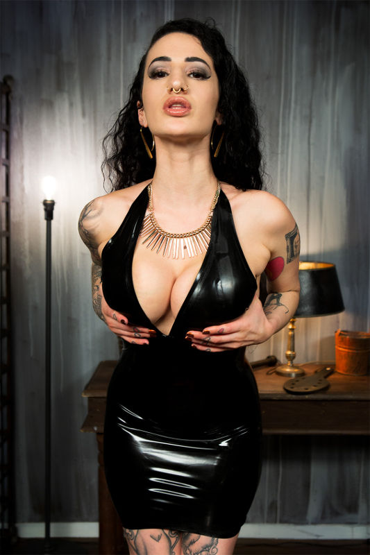 Arabelle Raphael - VR Porn Model