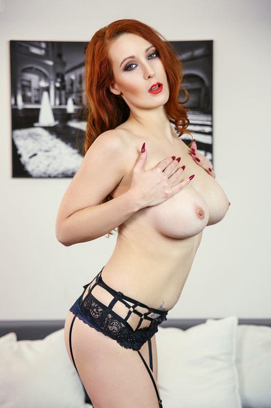 Isabella Lui - VR Porn Model