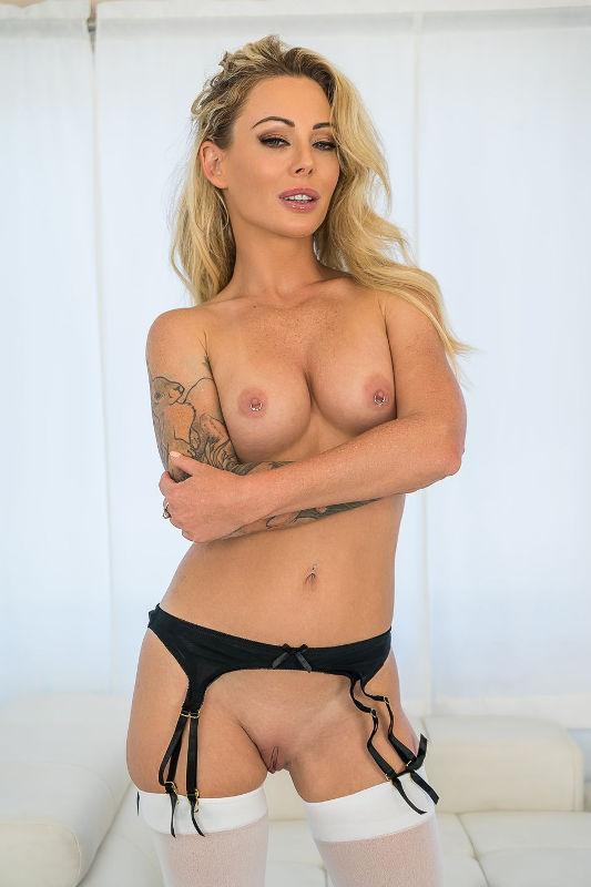 Isabelle Deltore - VR Porn Model