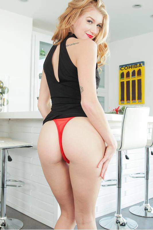 Arya Fae - VR Porn Model