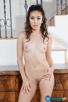 Judy Jolie - VR Porn Model