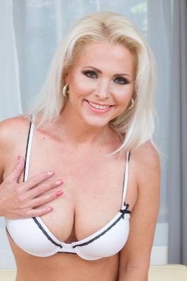 Kathy Anderson - VR Porn Model