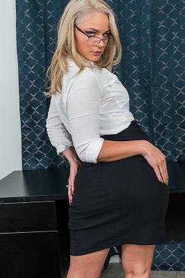 Lisey Sweet - VR Porn Model