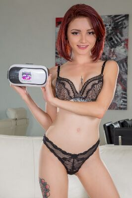Lola Fae - VR Porn Model