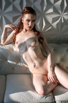 Lola Rae - VR Porn Model