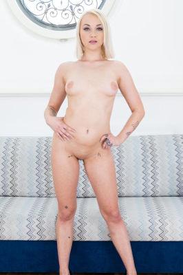 Marilyn Sugar - VR Porn Model