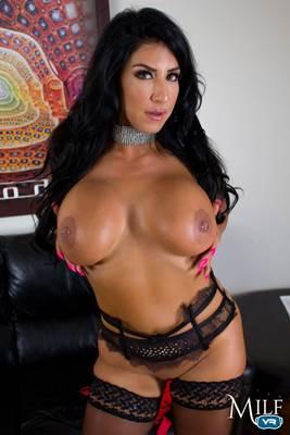 Raven Hart - VR Porn Model