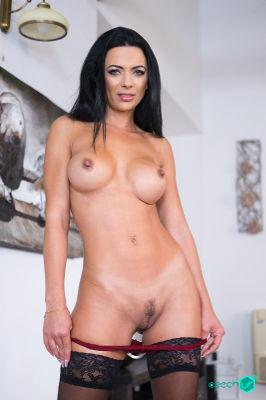 Shalina Devine - VR Porn Model
