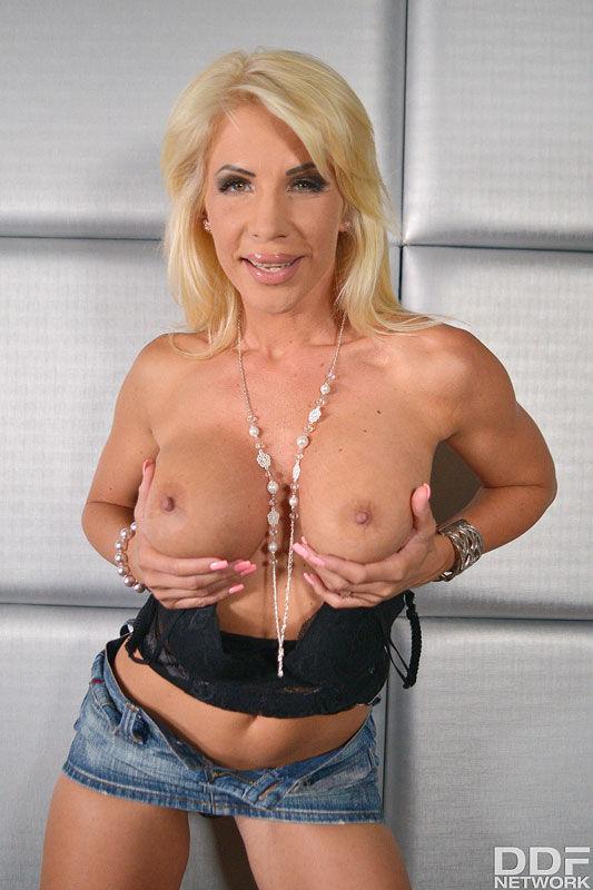 Tiffany Rousso - VR Porn Model