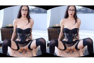 Nerdy Babe Sucks a Dick Like a Lollipop - Ashley Ocean - VR Porn - Image 43