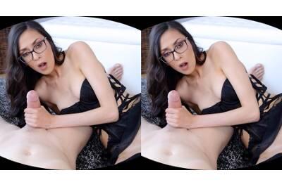 Nerdy Babe Sucks a Dick Like a Lollipop - Ashley Ocean - VR Porn - Image 44