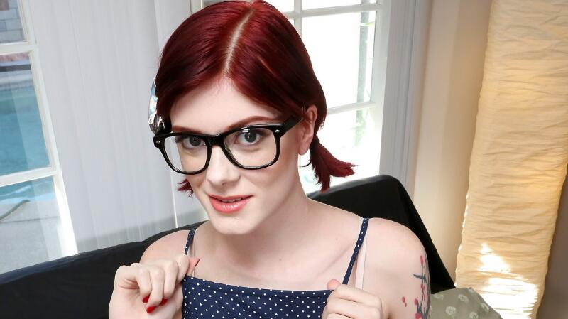 Geeky Girl Gets Off feat. Ava Little - VR Porn Video