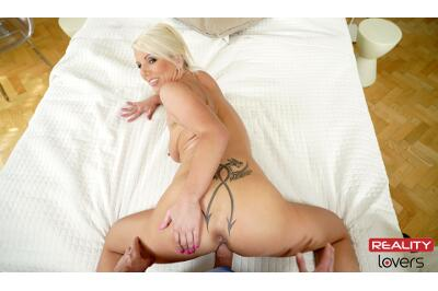 Naughty Stepmom - Luci Angel - VR Porn - Image 4