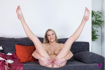 Blonde On Casting - Stacy Saint - VR Porn - Image 3