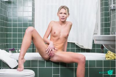 Bathroom Surprise - Claudia Mac - VR Porn - Image 46