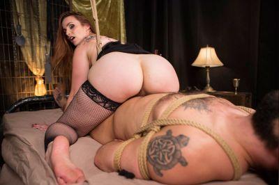Foot Fetish Dungeon POV - Bella Rossi - VR Porn - Image 4