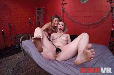 Kinky Lesbian Sex Show - Ella Nova, Ariel X - VR Porn - Image 13
