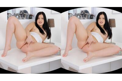 Juicy Pussy Teasing - Kizzy Sixx - VR Porn - Image 6