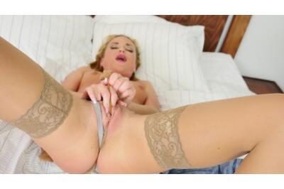 Hey Mister, Wanna Blow Job? - Vinna Reed - VR Porn - Image 6