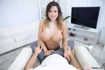 Sister Wanking Needs Some Pranking - Chloe Lamour - VR Porn - Image 3