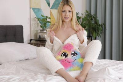 Your Slutty Bunny - Rebecca Volpetti - VR Porn - Image 2
