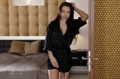 Clothes Off, Heels On - Regina Sparks - VR Porn - Image 1