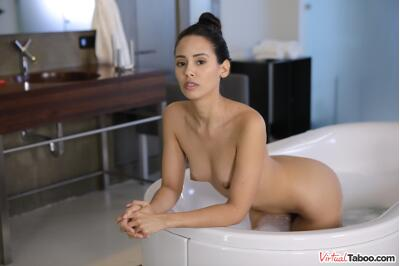 Vacay In Sister's Vag - Andreina De Luxe - VR Porn - Image 2