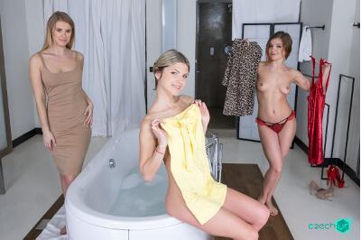 Russian Foursome - Casey Nice, Gina Gerson, Renata Fox - VR Porn - Image 6