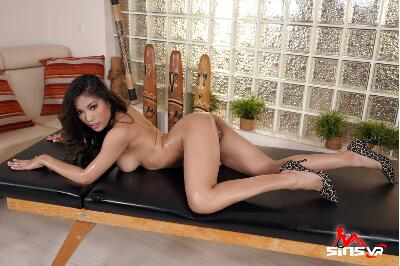 Oiled Hard Body - Polly Pons - VR Porn - Image 7
