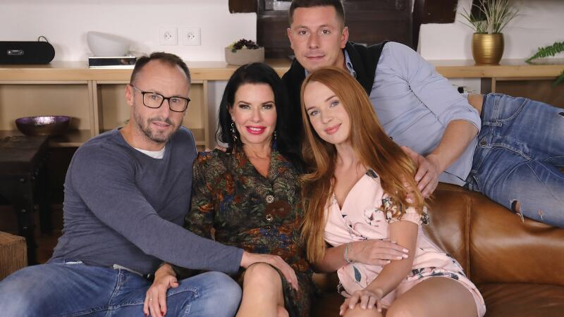 Our Family Rules: First Cum, First Served feat. Kaisa Nord, Veronica Avluv - VR Porn Video