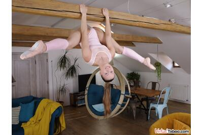 Legs Wide Open - Mia Split - VR Porn - Image 3