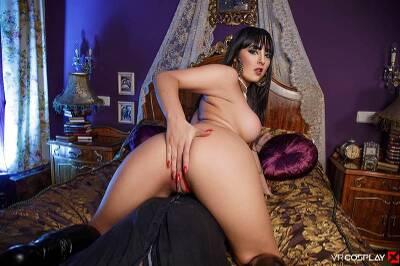 Vampirella A XXX Parody - Alba De Silva - VR Porn - Image 2