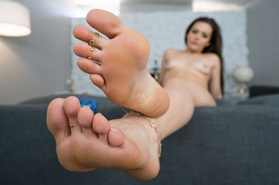 I Didn't Know You Liked My Feet! - Kimber Woods - VR Porn - Image 4