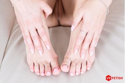 Delicate Feet - Sasha Sparrow - VR Porn - Image 3