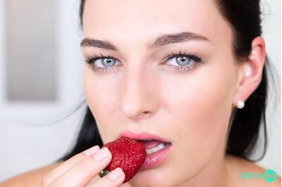 Whipped Cream Romance - Leanne Lace - VR Porn - Image 19