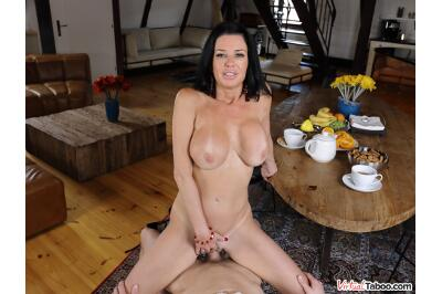 Tea And Squirt Time With Mom - Veronica Avluv - VR Porn - Image 6