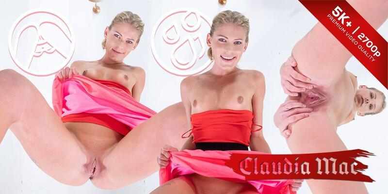 Claudia's Pee feat. Claudia Mac - VR Porn Video