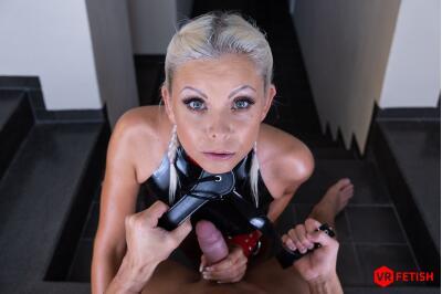 Obedient Slave - Julia Parker - VR Porn - Image 4