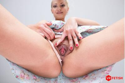 Helena's Delicious Pussy - Helena Moeller - VR Porn - Image 3
