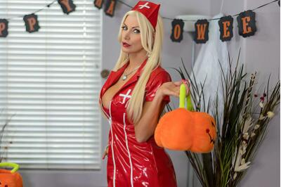 I Love Candy On Halloween! - Brittany Andrews, Mike Mancini - VR Porn - Image 2