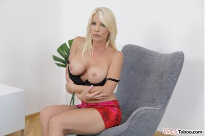MILFing Like It's Hot - Tiffany Rousso - VR Porn - Image 4