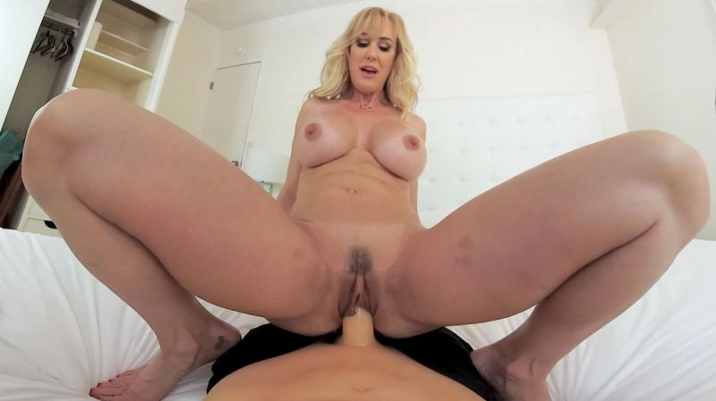 Could You Handle A Milf Like Me? feat. Brandi Love - VR Porn Video