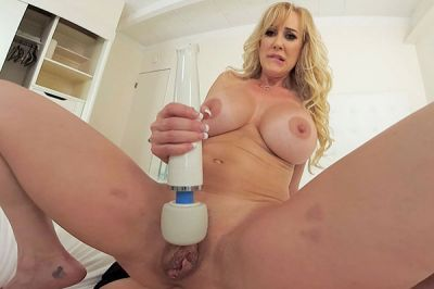 Could You Handle A Milf Like Me? - Brandi Love - VR Porn - Image 8