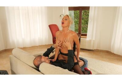 Bossy Milf Behaving Badly - Kathy Anderson, George Uhl - VR Porn - Image 5