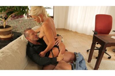 Bossy Milf Behaving Badly - Kathy Anderson, George Uhl - VR Porn - Image 6