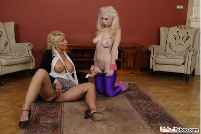 Learning From Mom - Roxy Risingstar, Tiffany Rousso - VR Porn - Image 4