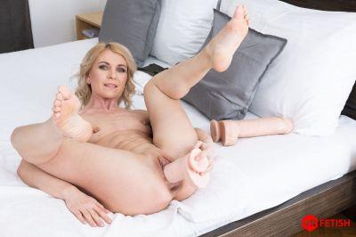 Prolapsing Holes - Sindy Rose - VR Porn - Image 1
