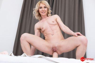 Prolapsing Holes - Sindy Rose - VR Porn - Image 11