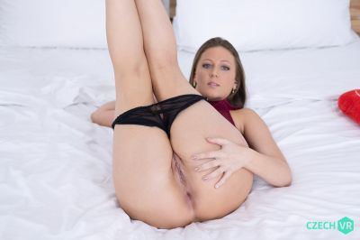 Coming Twice on Valentine - Febby Twigs - VR Porn - Image 4