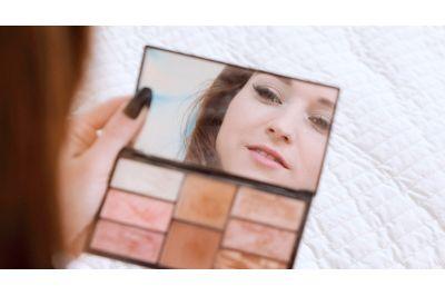 Make-up Brush Gives Solo Orgasms - Mina K - VR Porn - Image 1